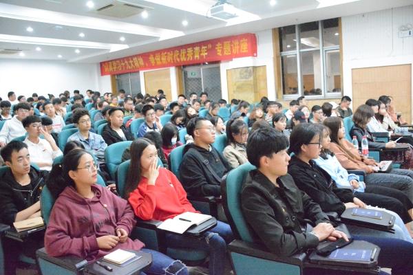 温总书记指示 争当新时代优秀徐工青年